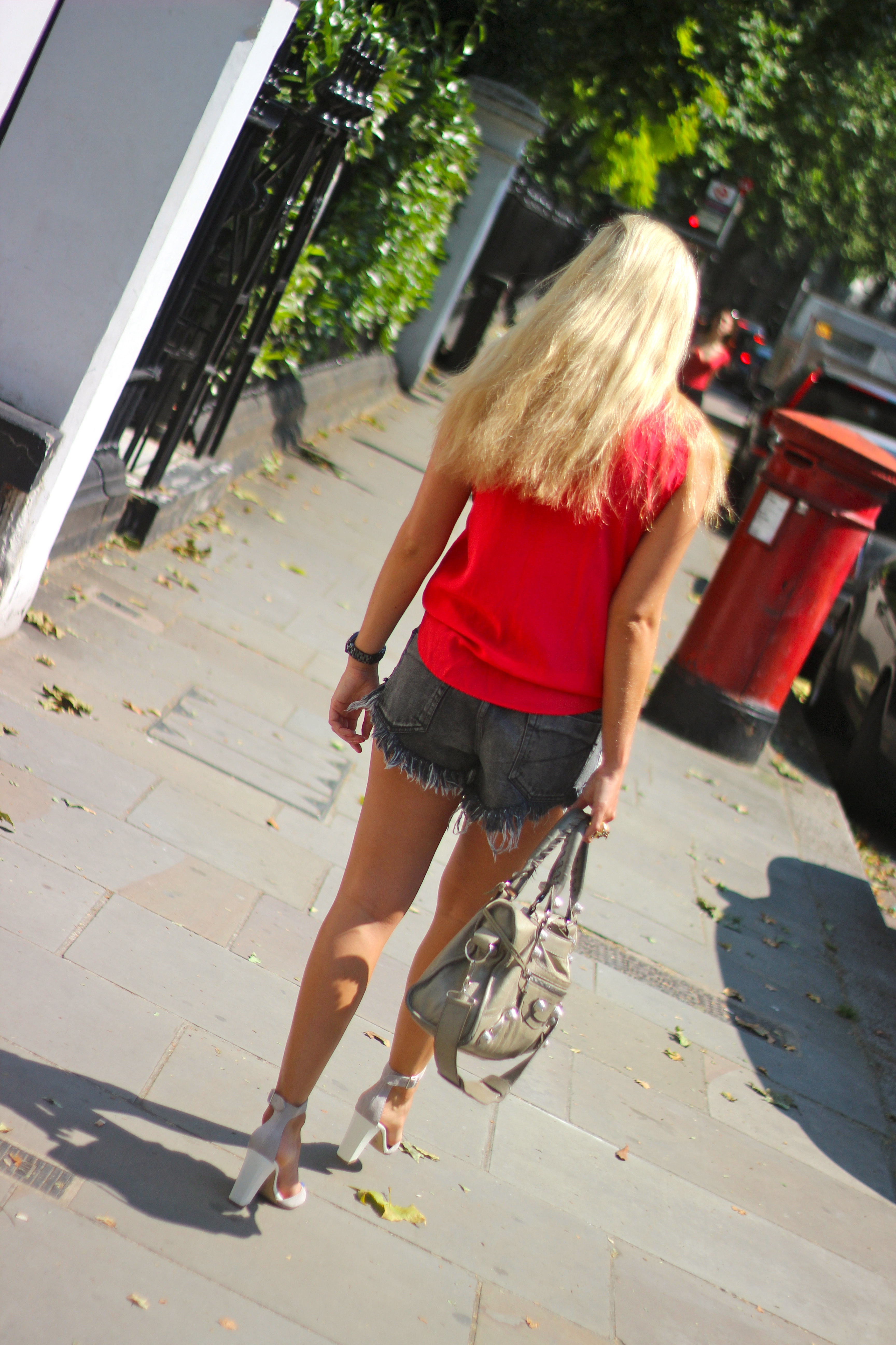 red shirt ripped shorts summer outfit