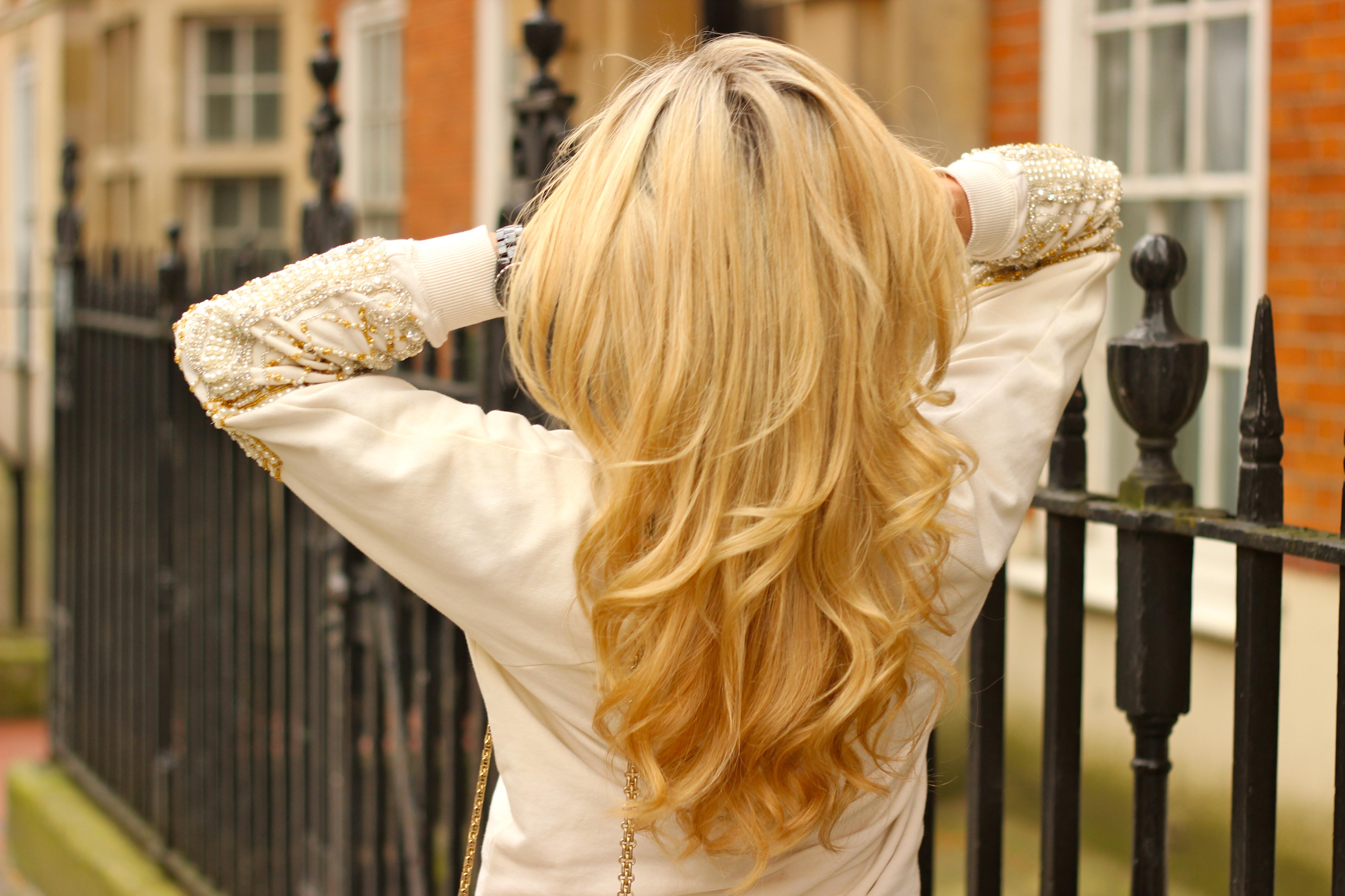 big volume hair curls blonde